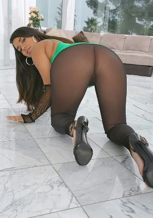 Sexy girl in leggings porn