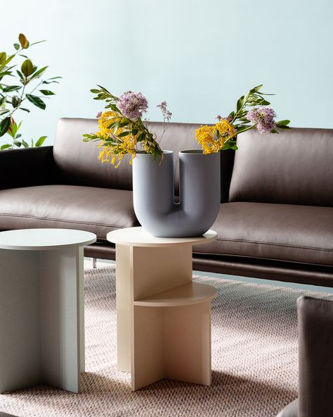 The Kink Vase brings a contemporary form to the archetypal flower vase through a combination of traditional craftsmanship and playful design language. With its double opening, the Kink Vase adds a sculptural sentiment to the room, even when not in use. The design is made in porcelain that has been glazed on the inside for a refined touch. #scandinaviandesign #homedecor #muutodesign