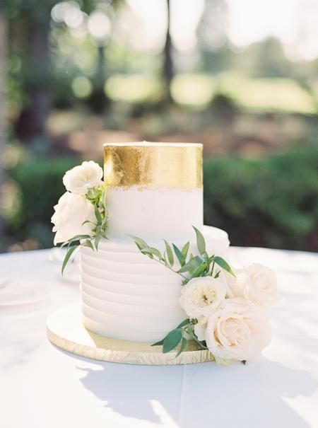 You Re Going To Want To Add Napa Valley To Your Possible Venue List After Seeing This Small Wedding Cakes Wedding Cakes With Flowers Gold Wedding Cake