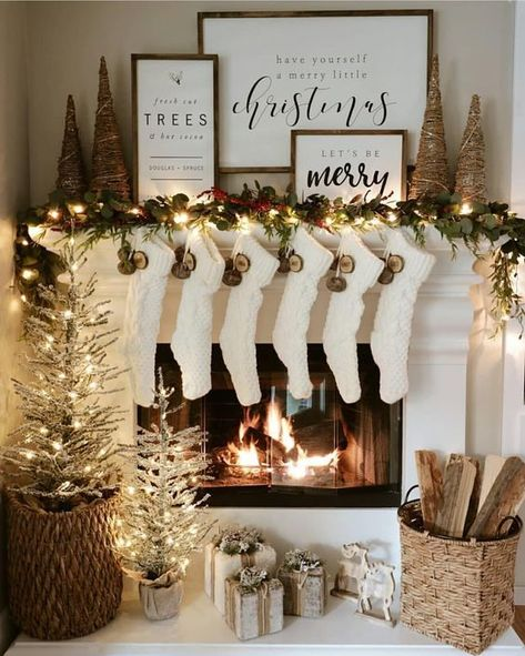 100 Best Christmas mantel decorations that glisten with an aesthetic élan - Hik. - 100 Best Christmas mantel decorations that glisten with an aesthetic élan – Hike n Dip - Decoration Christmas, Farmhouse Christmas Decor, Christmas Mantels, Noel Christmas, Xmas Decorations, Christmas Fireplace Decorations, Holiday Decorating, Christmas Tree Ideas, Country Christmas