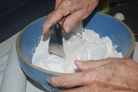 Homemade Pie Crust Tutorial (Pastry Dough).  How to create the perfect pie crust!  Great for Thanksgiving and fall dinners.  Craftster.org