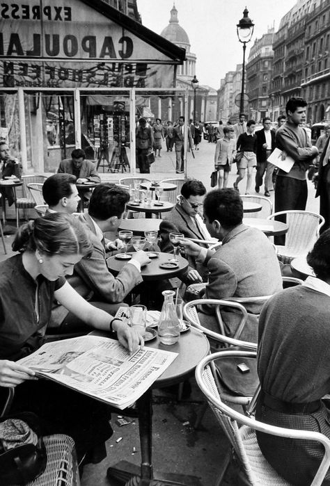 """"""" Inge Morath-Etudiants, Boulevard Saint Michel,Paris, 1969.  """""""