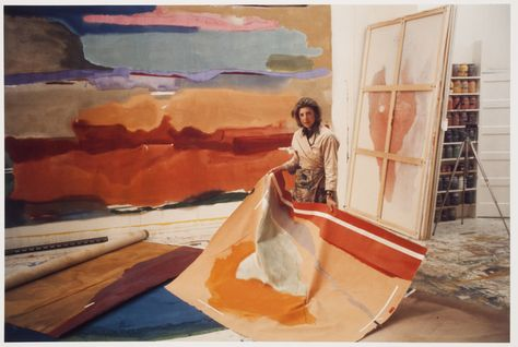 Abstract expressionist artist Helen Frankenthaler in her studio. Helen Frankenthaler, History Of Wine, Art History, Artist Art, Artist At Work, Abstract Expressionism, Abstract Art, Picasso Paintings, Art Paintings