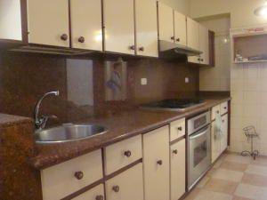 Apartamento En Venta En Maracay Calicanto Codigo 19 6667 Kitchen Cabinets Kitchen Home