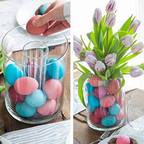 Place a small vase filled with flowers inside a larger vase, fill open space with dyed eggs. Place a small vase filled with flowers inside a larger vase, fill open space with dyed eggs. Spring Crafts, Holiday Crafts, Holiday Fun, Hoppy Easter, Easter Eggs, Easter Bunny, Easter Table Decorations, Easter Centerpiece, Easter Flower Arrangements