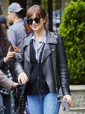 With layers of cool, Dakota navigates NYC with fans trying to get her attention.
