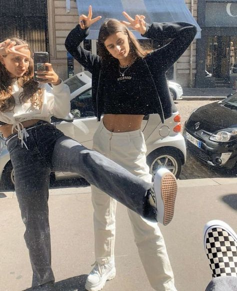 Skater Girl Outfits, Skater Girls, Vintage Outfits, Retro Outfits, Streetwear Mode, Streetwear Fashion, Mode Outfits, Fashion Outfits, Club Outfits