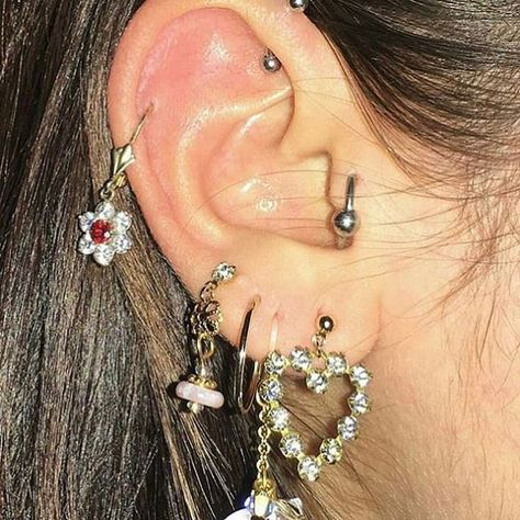piercings v&e nail art salon - Nail Art Daith Piercing, Cute Ear Piercings, Tattoo Und Piercing, Cute Jewelry, Jewelry Accessories, Vintage Accessories, Diamond Earrings, Drop Earrings, Indie Outfits