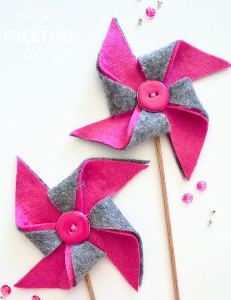Bonjour, Aujourd'hui, je vous propose d'égayer votre décoration en réalisant de jolis moulins à vent en feutrine. Pour cela, il vous faut : La feutrine grise La feutrine rose Un crayon feutre L'aig...