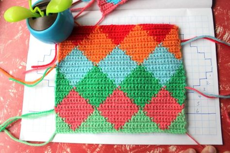 Tapestry Crochet - Harlequin Pattern. Great step-by-step tutorial by little woollie