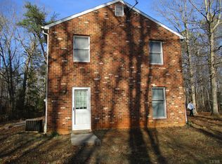 2554 Stapleton Rd Madison Heights Va 24572 Mls 310242 Zillow Madison Heights Built In Bookcase Amherst