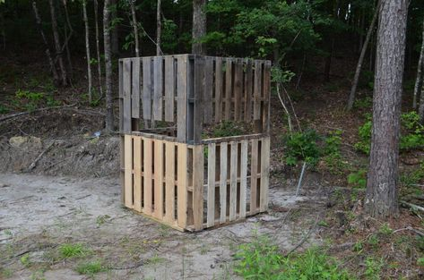 The Pallet Blind: A Great Hunting Blind, Practically Free Bow Hunting Deer, Quail Hunting, Deer Hunting Blinds, Turkey Hunting, Archery Hunting, Deer Blinds, Hunting Stuff, Deer Camp, Coyote Hunting