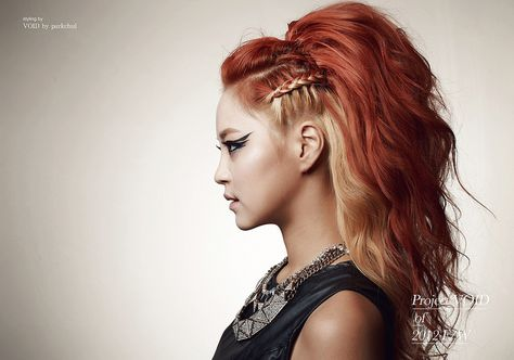 Two-tone Braid Hair Rocker style, love it!!!! I have been wanting to do these side braids for the longest time but can't seem to do them myself : (. SO cool looking...
