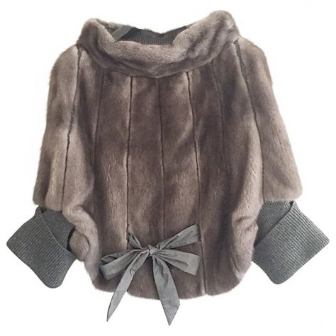 Buy your grey fur jacket Brunello Cucinelli on Vestiaire Collective, the luxury consignment store online. Second-hand Grey fur jacket Brunello Cucinelli Grey in Fur available.