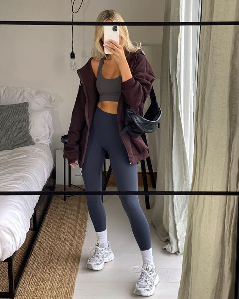 Athletic Outfits, Sport Outfits, Gym Outfits, Minimalist Outfit, Oversize Look, Fitness Inspiration Body, Workout Attire, Mode Style, Gym Style