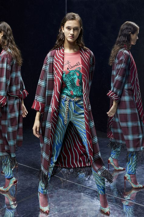 Just Cavalli Pre-Fall 2019 collection, runway looks, beauty, models, and reviews.