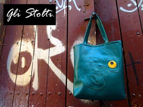 """Nuovamente sui nostri scaffali! Borsa shopper artigianale in ecopelle lavorata a mano """"Dov'è il Camaleonte?!"""" Vai al link per tutte le info: http://glistolti.shopmania.biz/compra/shopper-artigianale-in-ecopelle-dov-e-il-camaleonte-167 Gli Stolti Original Design. Handmade in Italy. #glistolti #moda #artigianato #madeinitaly #design #stile #roma #rome #shopping #fashion #handmade #style #borse #bags"""