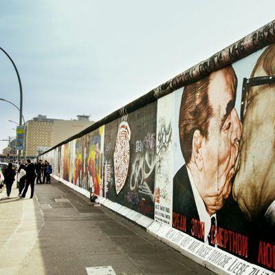 Berlin Capital De Alemania Que Hacer Y Que Visitar Blogdeviajes Viajaraberlin Viajar Por El Mundo Viajar Blo Muro De Berlin Berlin Viaje Berlin Alemania