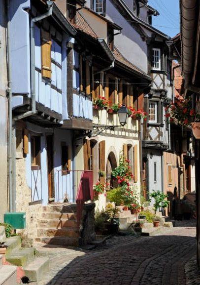 Eguisheim Au Coeur Du Vignoble D Alsace Alsace Tourisme Alsace Village Prefere Des Francais