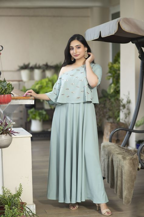An ocean blue number with an assymetrical off shoulder top, with dragonfly embellishments! Contact us via call or WhatsApp us at +91-9899955526 for more details. Visit us: The Magnolias, Magnolias Rd, DLF Cyber City, Sector 42, Gurugram #shaliniarora #weddingcouture #couture #weddingoutfits #bridesmaidsoutfits #designerwearindelhi #boutique #designerweardelhincr #weddingseason #weddingseason2020 #weddingoutfitsinspo #ootd #indianweddingwear #indianweddingoutfits #weddinginspo #bridalwear
