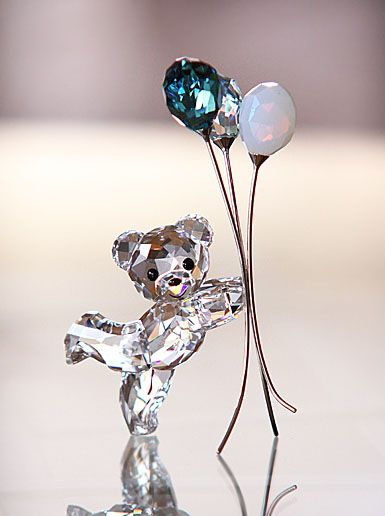 Swarovski Kris Bear, Balloons for You Swarovski Crystal Figurines, Swarovski Crystals, Cut Glass, Glass Art, Cristal Art, Glass Figurines, Glass Animals, Crystal Collection, Cool Things To Buy
