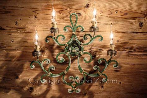 Applique volute a 4 luci in ferro battuto decorato a mano