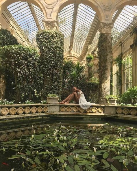 Image shared by Find images and videos about photography, dress and model on We Heart It - the app to get lost in what you love. Mansion Homes, Slytherin Aesthetic, Old Money, Nature Aesthetic, Princess Aesthetic, Aesthetic Pictures, Beautiful Places, Beautiful Pictures, Scenery
