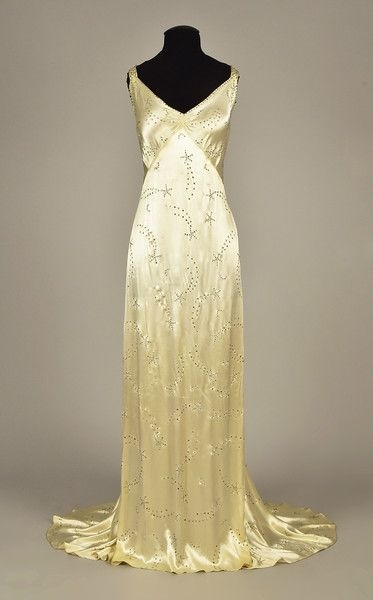 Lot 615 white satin gown with diamante, - whitakerauct Vestidos Vintage, Vintage Gowns, Vintage Mode, Vintage Clothing, Vintage Outfits, Vintage Formal Dresses, Vintage Bridal, Vintage Hats, 1930s Fashion