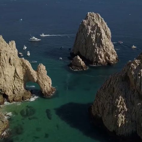 Los Cabos Arch in Baja California. Read through our travel guide to find out more!