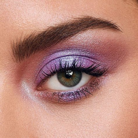 Leave a 💜 if you're adding the NAKED Ultraviolet Eyeshadow Palette to your Sephora 🛒 today! Recreate this look using shades Hacked, Warning & Euphoric 😍  📷 credit: Urban Decay Cosmetics Purple Eyeshadow Looks, Purple Makeup Looks, Neutral Eyeshadow, Best Eyeshadow, Urban Decay Eyeshadow, Blue Eye Makeup, Urban Decay Makeup, Blush Makeup, Makeup Dupes