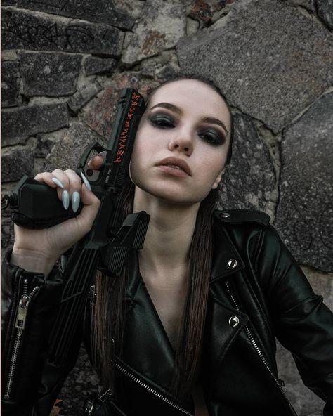 Hantress . . . . . . . . #worldviewmag #realismag #nowherediary #classicsmagazine #innsomniamag #vsco #35mm #porta400 #photocinematica #ulsk #ulyanovsk73 #moscow #streetphotograher #thephotomodel #follow4follow #model #instagood #girl #zoomzoomzxz #kozlovSava #thesitymag #казнь #фотоказань #фотографказань #photokazan #портретказань #фотосессияказань #тфпказань #казаньфотограф #kazanphoto