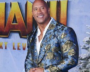Kevin Hart Goes To John Travolta S Action Star School In Die Hart Trailer In 2020 Kevin Hart John Travolta Dwayne The Rock