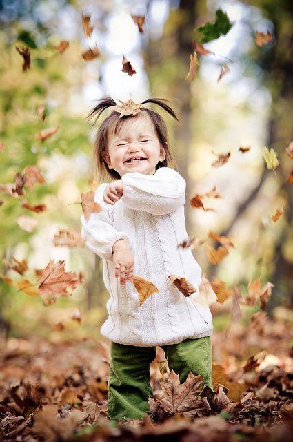 صور اطفال صور اطفال جميله بنات و أولاد اجمل صوراطفال فى العالم Fall Family Photos Fall Photoshoot Fall Family Pictures