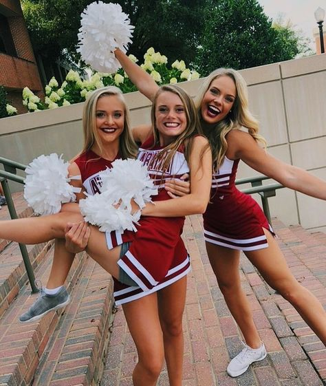 Cheer Picture Poses, Cheer Poses, Cheer Outfits, Cheerleading Outfits, Cheerleading Stunting, High School Cheerleading, Cheerleading Cheers, School Sports, Cute Group Halloween Costumes