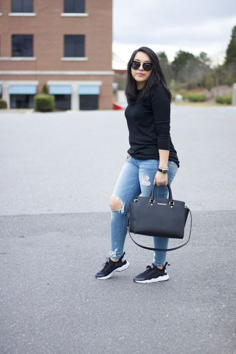 Casual in Sneakers