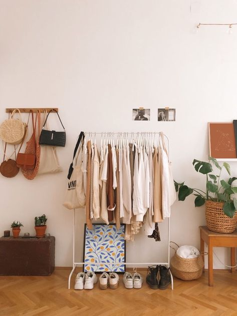 Kleideraufbewahrung im WG-Zimmer - Wohnung ideen Clothes storage in the shared apartment room If the Room Ideas Bedroom, Bedroom Decor, Bench In Bedroom, Korean Bedroom Ideas, Decor Room, Aesthetic Room Decor, Modern Wall Decor, Modern Art, House Doctor