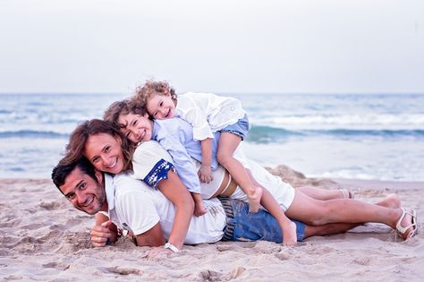 Sesiones de playa. Fotografia de familias Madrid. www.monicareverte.com