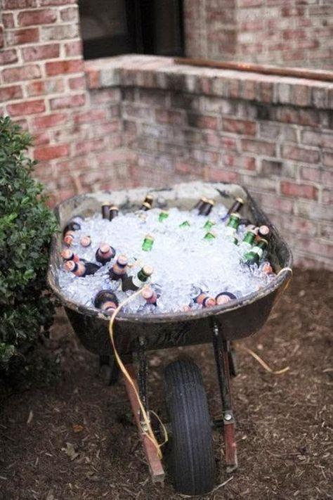 Brouette remplie de glace et de bière