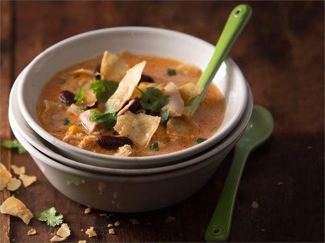 Jäikö aterialta broilerin- tai kalkkunanlihaa? Käytä ne tähän meksikolaiseen keittoon. Tulisen keiton ystävä voi lisätä joukkoon tuoretta tai kuivattua chiliä. http://www.valio.fi/reseptit/tortilla-kalkkunakeitto/ #resepti #ruoka