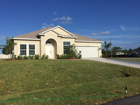 Port St Lucie Pool Homes In Port Saint Lucie Fl Now Available For Showing By Millie Gil Broker O In 2020 Custom Home Builders Port St Lucie Florida Port Saint Lucie