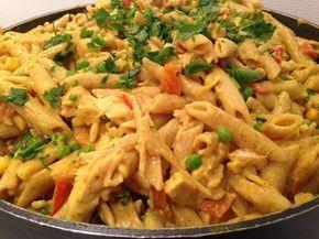 Varm Pastasalat Med Kylling Og Karry Food Dinner