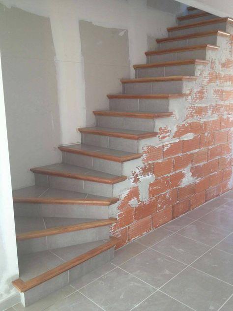 Fabrication Et Pose D Escalier En Beton Carrele A Carcassonne Et Toulouse Escalier Beton Escalier Carrele Nez De Marche
