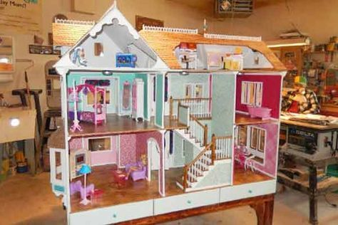 Download A Set Of Free Doll House Plans With Photos And Step By Step Instructions This Unique Design Folds Doll House Plans Barbie Doll House Best Doll House