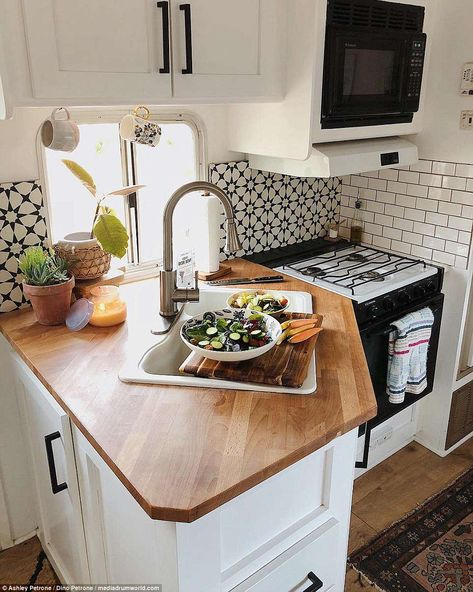 Their compact kitchen includes wooden worktops a hob, oven and even a microwave. Their compact kitchen includes wooden worktops a hob, oven and even a microwave. Camper Life, Rv Campers, Camper Trailers, Travel Trailers, Travel Trailer Decor, Rv Bus, Van Living, Tiny House Living, Living Room