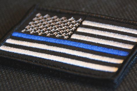 Honor The Men /& Women Of Law Enforcement Thin Blue Line Lapel Pins 6 Pack