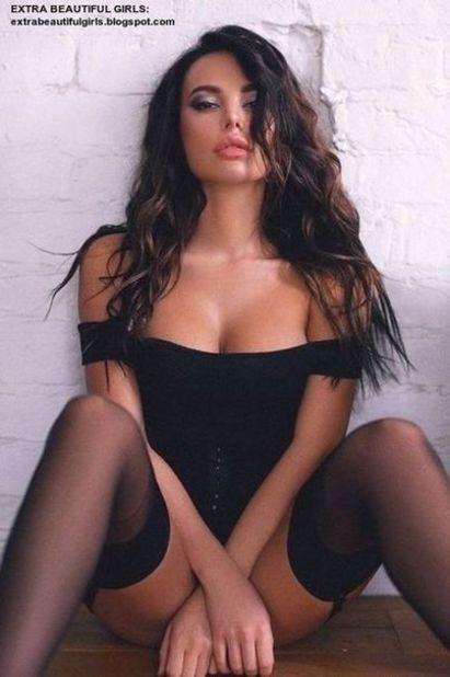 Hot and sexy brunettes Pin On Mtr 1