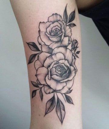 Un Tradicional Significado De Rosas En Tatuajes Tatuajes De Rosas Tatuajes De Rosas Rojas Tatuajes