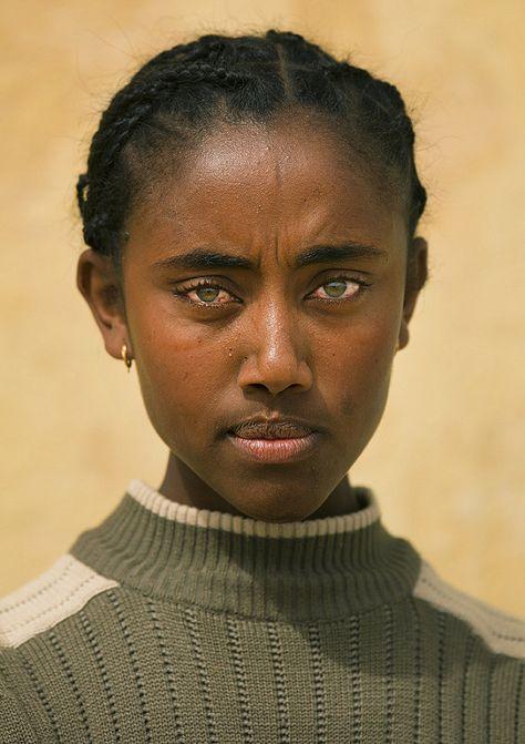 "powerful-art: ""Woman with green eyes, Dekemhare, Eritrea by Eric Lafforgue "" Black Is Beautiful, Beautiful Eyes, Women With Green Eyes, Black Girl Green Eyes, Pretty People, Beautiful People, Eric Lafforgue, Powerful Art, Beauty Around The World"
