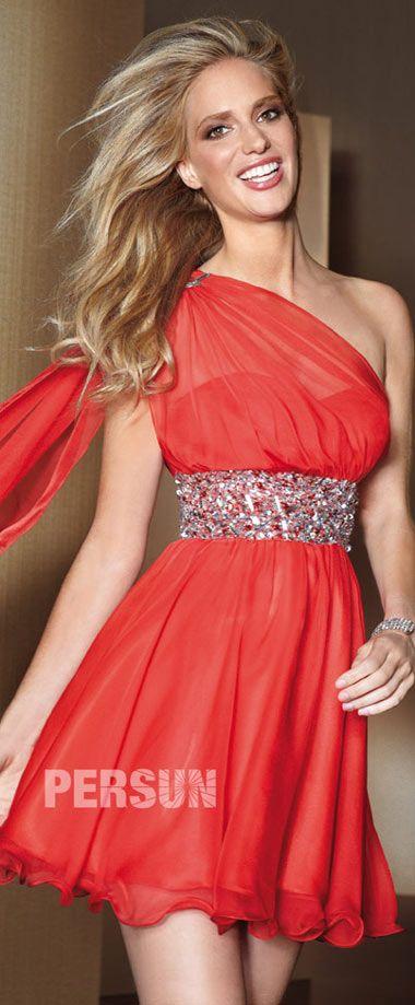 0d5372e7e5 robe de cocktail rouge asymétrique orné de strass   Femmes en robes ...