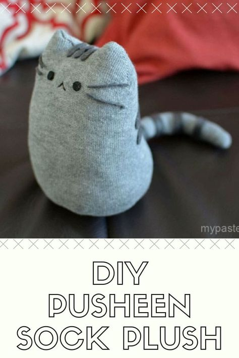25 Easy DIY Sock Plushies and Animals You'll Want to Make this Weekend Diy Sock Toys, Sock Crafts, Crafts To Do, Sewing Crafts, Sewing Stuffed Animals, Stuffed Animal Patterns, Sock Stuffed Animals, Plushie Patterns, Sock Puppets